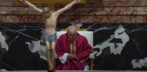 Papa. Via Crucis nel segno della pandemia