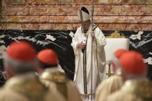 Papa Francesco presiede la Veglia pasquale nella notte santa