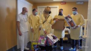 Toti e famiglia Brizzi Salis al Gaslini per doni a bimbi ricoverati