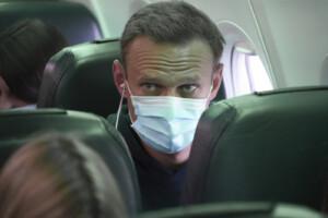 Navalny trasferito in clinica per febbre alta e difficolà respiratorie