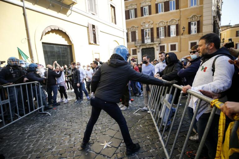 Maninfestazione dei ristoratori e partite iva Nella foto : momenti di tensione