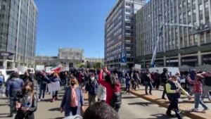 ambulanti in piazza contro le restrizioni