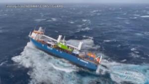 Norvegia, nave in balia di onde alte