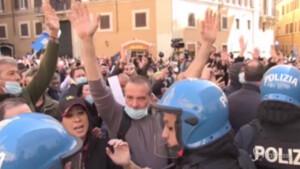 Tensione a Montecitorio tra ristoratori e forze dell'ordine