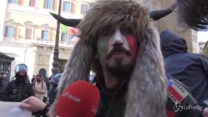lo Sciamano alle proteste di Montecitorio