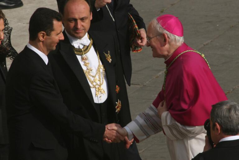 il Re di Siria Basher el Assad al suo arrivo ricevuto da sua eminenza Cardinale James Harvey