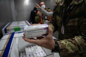 Vaccini: arrivate a Pratica di mare oltre 1,3 milioni di dosi di AstraZeneca