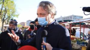 Assessore Sacco con gli ambulanti in protesta