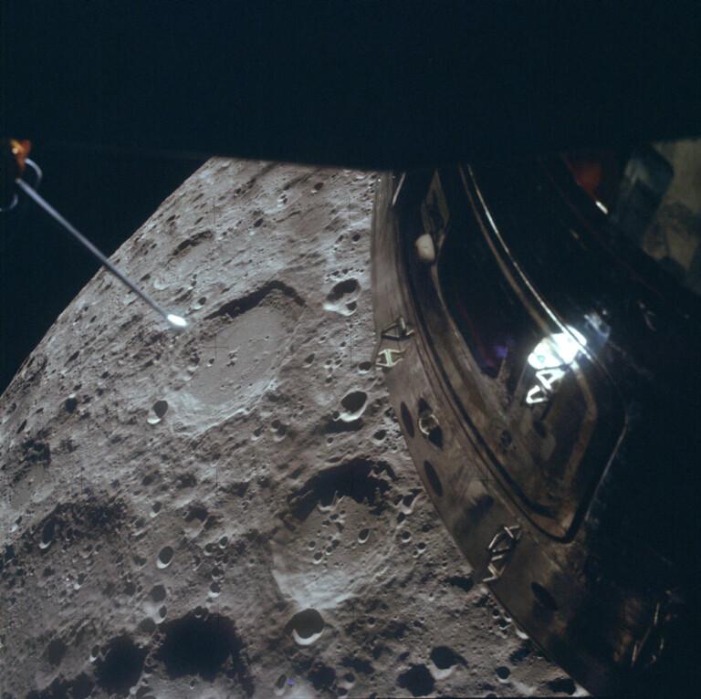 """L'equipaggio dell'Apollo 13 ha fotografato la Luna dalla """"scialuppa di salvataggio"""""""