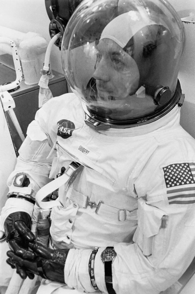 L'astronauta John L Swigert jr pilota del modulo di comando per la missione Apollo 13.