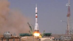Lanciata navicella Soyuz MS-18