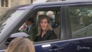 il principe Edoardo e la moglie Sofia in visita alla Regina