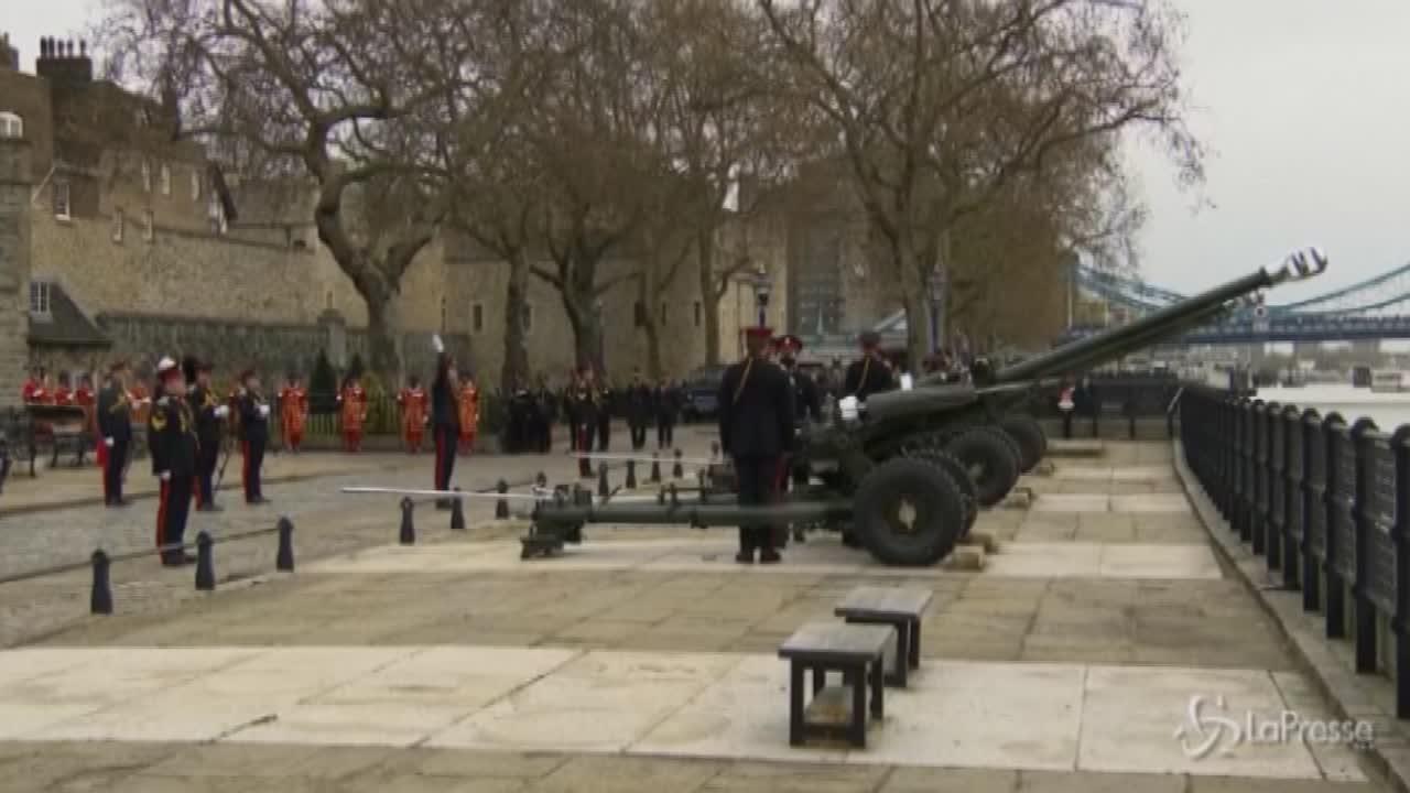 colpi a salve di cannone in tutto il Regno Unito. Sabato i funerali