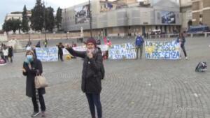 protesta delle campanelle di genitori e insegnanti