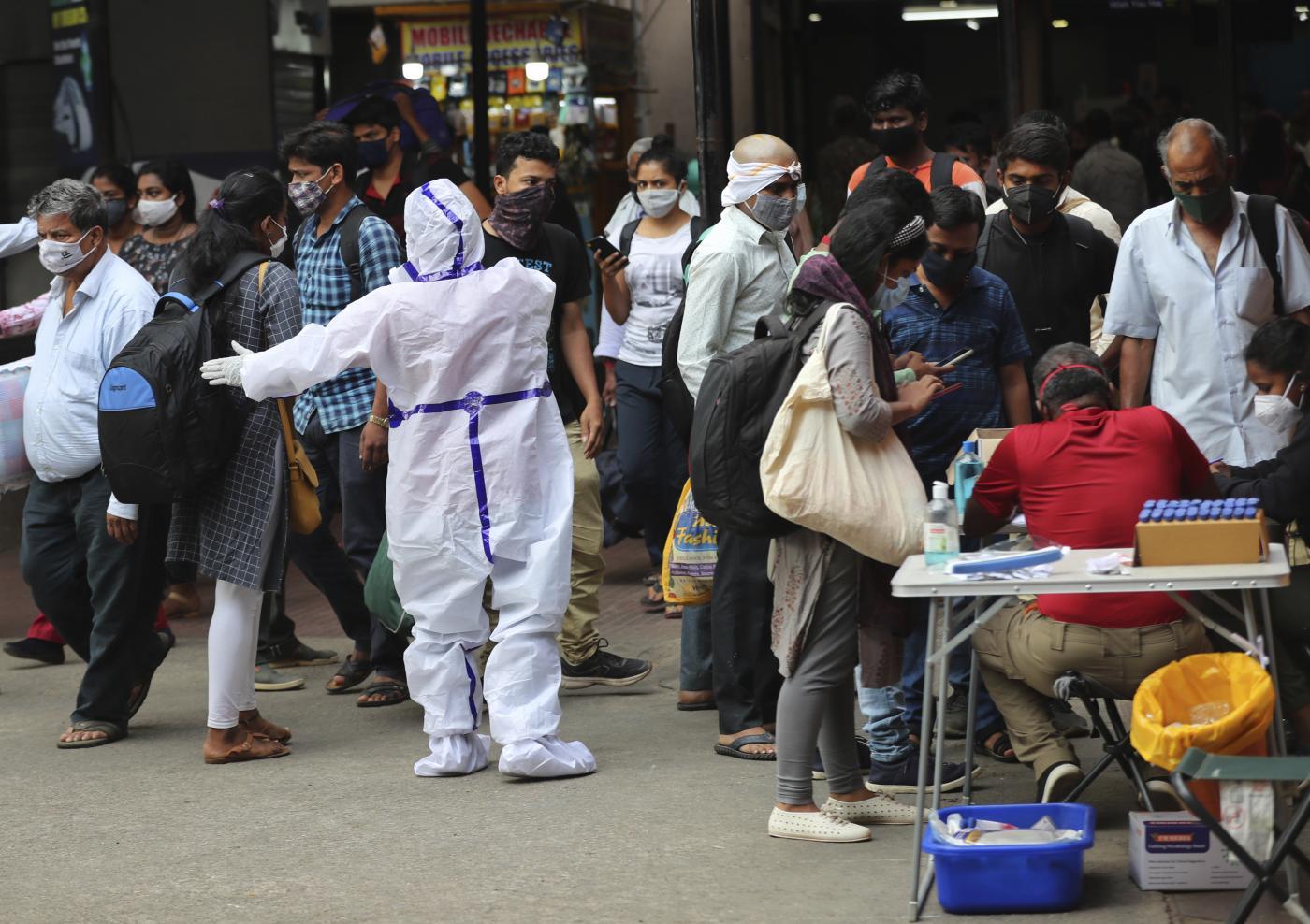 Oms: Pandemia a punto critico, contagi esponenziali