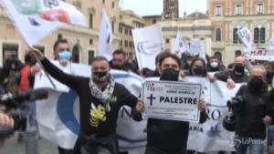 """la protesta """"IoApro"""""""