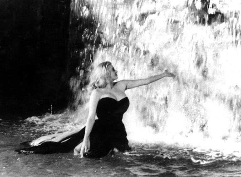Anita Ekberg nel film La dolce vita di Federico Fellini