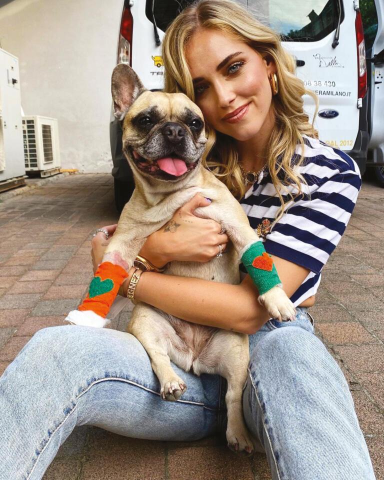 Chiara Ferragni con la sua Matilda, un bulldog francese. Foto da Instagram