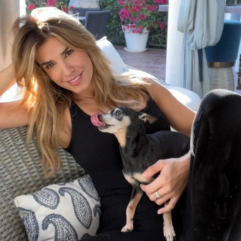 Elisabetta Canalis con l'inseparabile Mia. Foto da Instagram