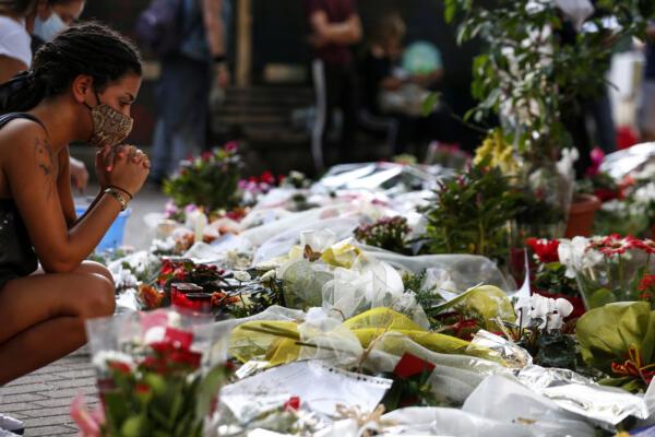 Omicidio Willy Monteiro, pellegrinaggio silenzioso nel parchetto di Colleferro