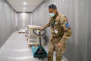 Coronavirus, arrivo vaccini Moderna presso hub nazionale di Pratica di Mare
