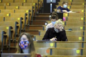 Università, gli atenei si preparano a riaprire. Messa: Presenza imprescindibile