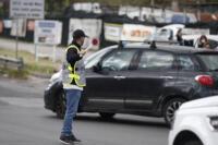 Pasquetta, controlli della polizia per gli spostamenti: posto di blocco sulla via del Mare