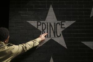 Stella di Prince sul muro della first Avenue a Minneapolis.