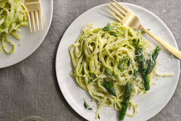 Linguine con pesto di asparagi_cooking.nytimes.com