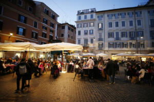 aperitivo in piazza San Lorenzo in Lucina