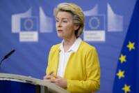 Ursula von der Leyen parla ai media sugli sviluppi della vaccinazione Covid-19
