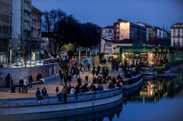 Covid, le regole per le riaperture da lunedì: allerta assembramenti nelle città