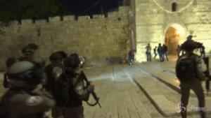 Scontri tra palestinesi e polizia nella Città vecchia