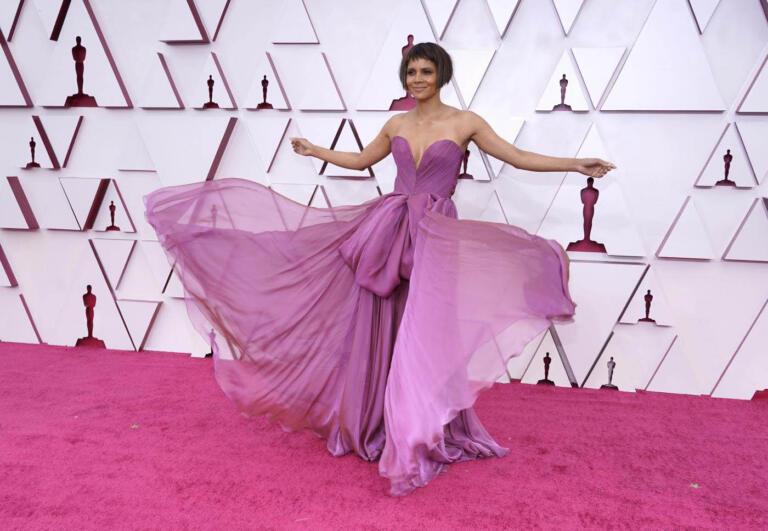 Halle Berry elegantissima, raffinata, in un Dolce&Gabbana