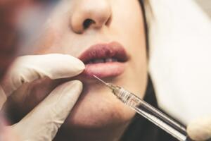 Covid, vaccini e chirurgia estetica: l'esperto illustra le linee guida
