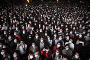 Coronavirus Spagna, 5000 ragazzi sottoposti a tampone per concerto covid-free a Barcellona