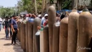 Nuova Delhi trasformata in un grande forno crematorio a cielo aperto