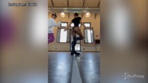 Elodie, balletto sexy