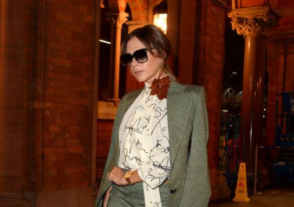 Victoria Beckham arriva a Londra con l'EuroStar