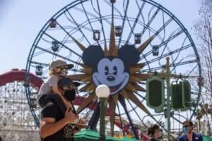 Riapre ad Anaheim Disneyland dopo la chiusura per covid
