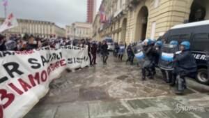 scontri polizia-manifestanti a Torino