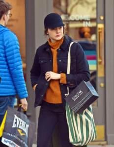 Emma Stone al pub con un amico a Londra