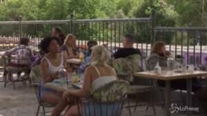 riaprono bar e ristoranti con tavoli all'aperto