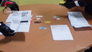 compravano cellulari con dati e carte rubate: quattro arresti