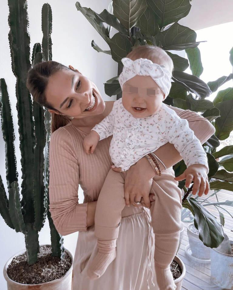 Beatrice Valli con la piccola Azzurra
