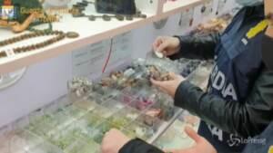 Perle e coralli da specie protette