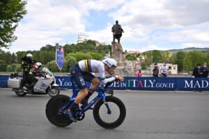 Giro d'Italia, Ganna vince crono inaugurale ed è prima maglia rosa