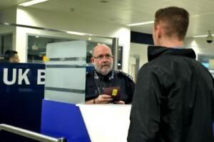 Brexit, cittadini europei e italiani fermati a frontiera Gb e detenuti