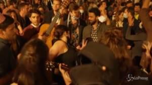 Covid, fine coprifuoco in Spagna: festa a Barcellona
