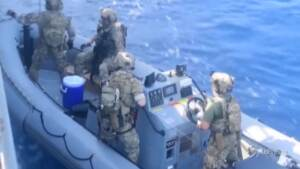 Arsenale nascosto in una barca nel Mar Arabico